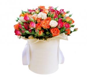 """Rožės dėžutėje """"Mix"""" - Gėlių pristatymas į namus Marijampolėje"""