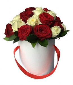 Raudona balta dėžutė - Laimės gėlės - Gėlių pristatymas į namus