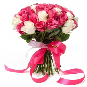 Baltai rožinės rožės - Gėlių pristatymas į namus Kėdainiuose