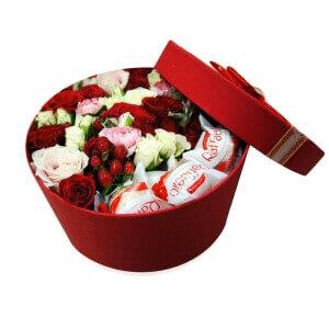 Gėlių dėžutė saldus bučinys - Gėlių pristatymas į namus Utenoje